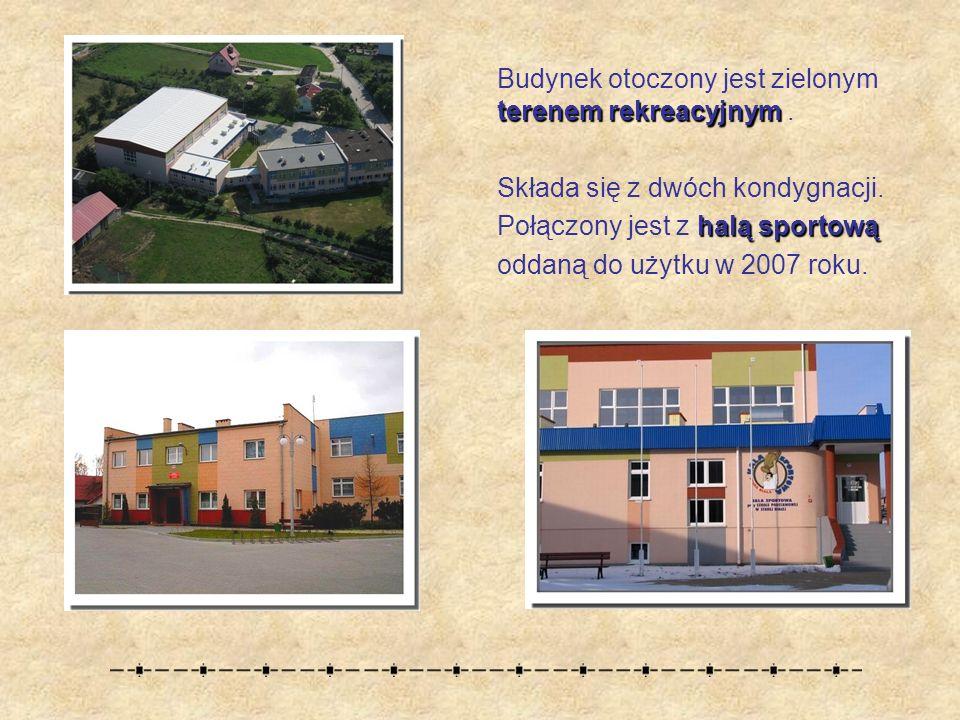 terenem rekreacyjnym Budynek otoczony jest zielonym terenem rekreacyjnym.