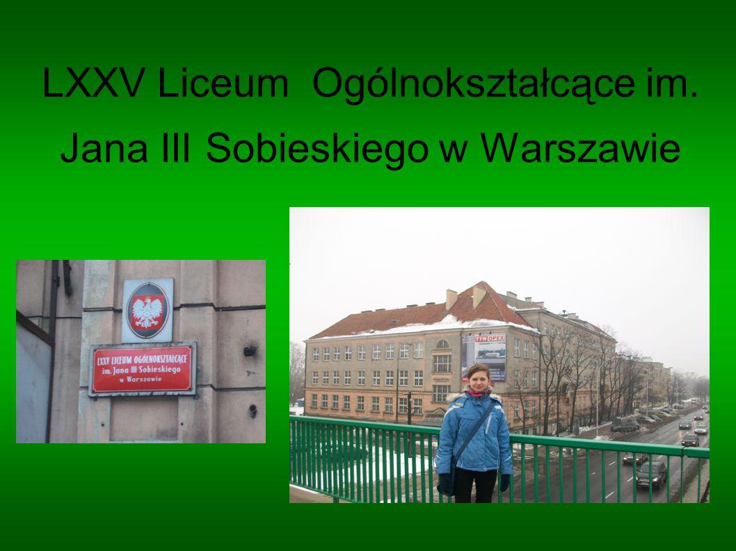 Zamek Ujazdowski W 1516 roku w dworze w Jazdowie mieszkała księżna mazowiecka Anna Radziwiłłówna z synami Januszem i Stanisławem, a później po 1546 roku czasami królowa Bona Sforza, której Jazdów był własnością.