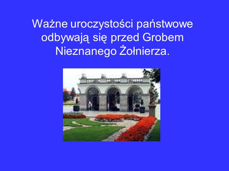 Ważne uroczystości państwowe odbywają się przed Grobem Nieznanego Żołnierza.