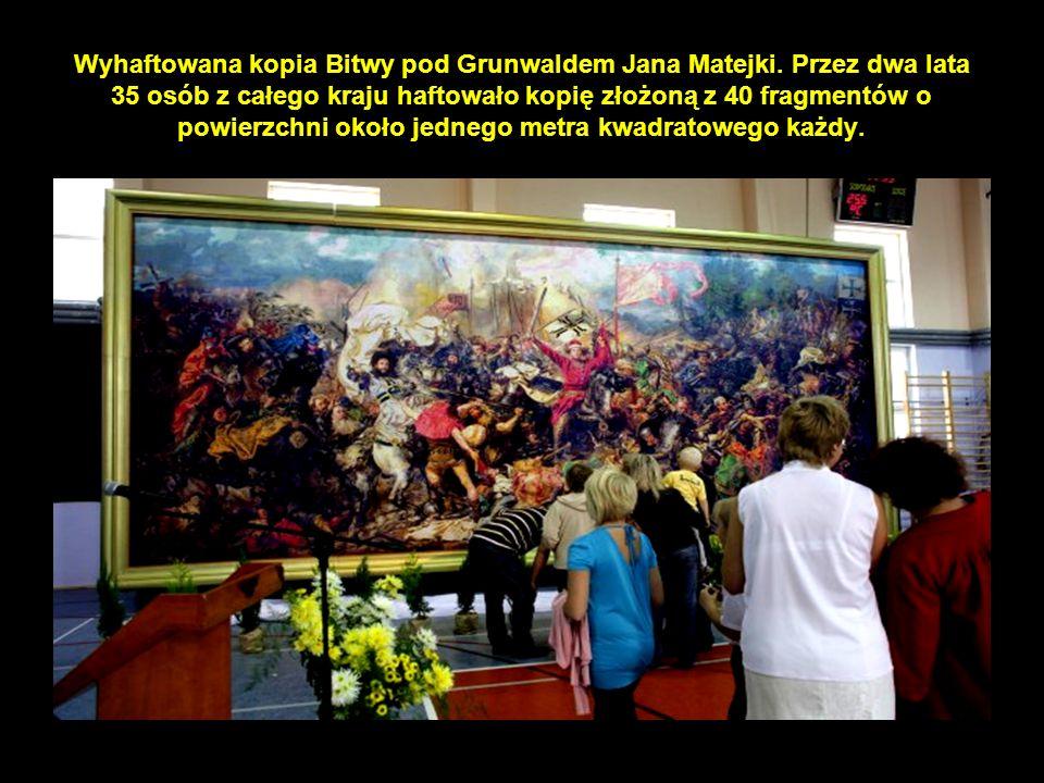 15 Wyhaftowana kopia Bitwy pod Grunwaldem Jana Matejki.