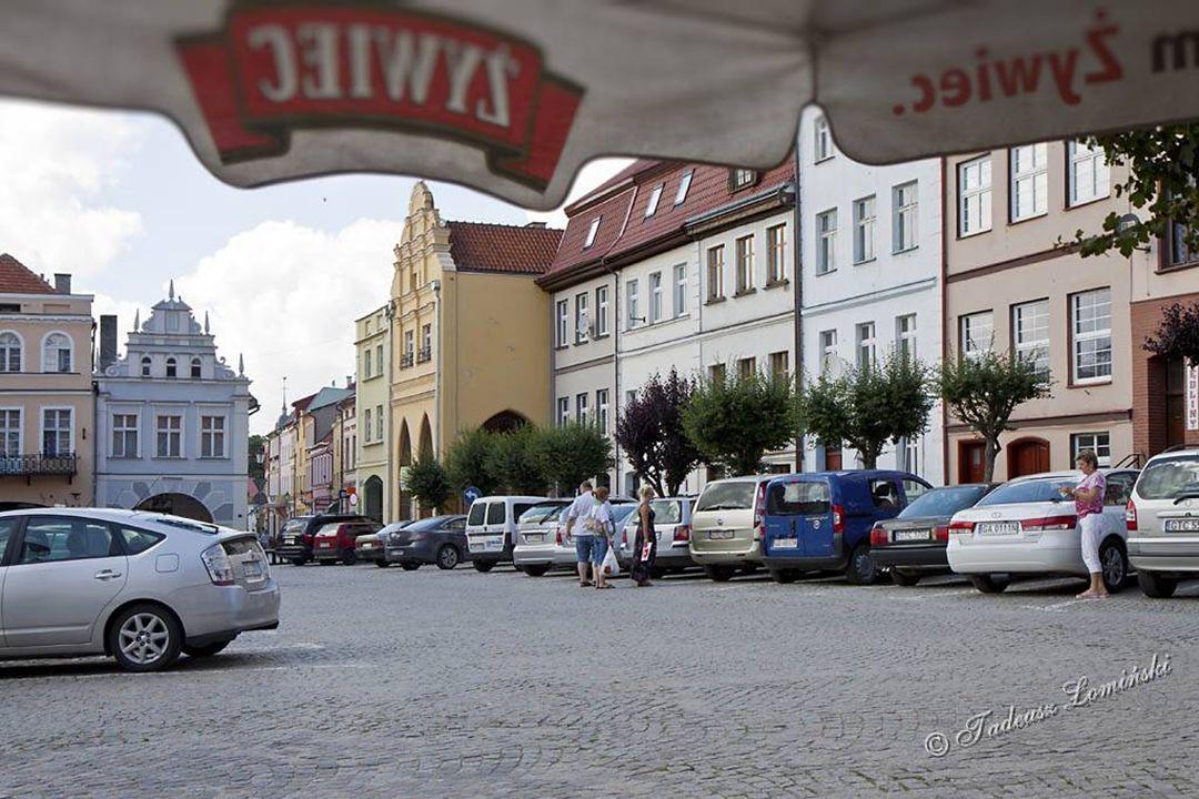 53°50′N 18°50′E Gniew Gniew - miasto leży w południowej części województwa pomorskiego, w powiecie tczewskim, w widłach utworzonych przez Wisłę oraz u