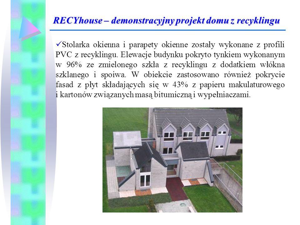 Stolarka okienna i parapety okienne zostały wykonane z profili PVC z recyklingu. Elewacje budynku pokryto tynkiem wykonanym w 96% ze zmielonego szkła