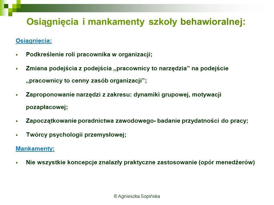 """Osiągnięcia i mankamenty szkoły behawioralnej: Osiągnięcia:  Podkreślenie roli pracownika w organizacji;  Zmiana podejścia z podejścia """"pracownicy to narzędzia na podejście """"pracownicy to cenny zasób organizacji ;  Zaproponowanie narzędzi z zakresu: dynamiki grupowej, motywacji pozapłacowej;  Zapoczątkowanie poradnictwa zawodowego- badanie przydatności do pracy;  Twórcy psychologii przemysłowej; Mankamenty:  Nie wszystkie koncepcje znalazły praktyczne zastosowanie (opór menedżerów)"""