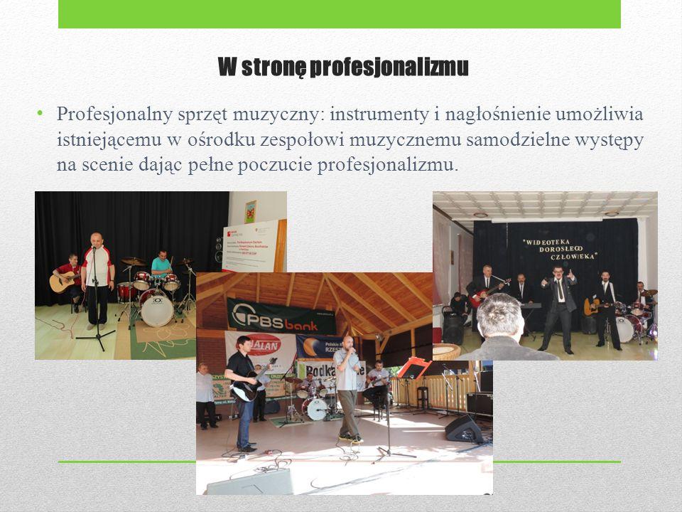 W stronę profesjonalizmu Profesjonalny sprzęt muzyczny: instrumenty i nagłośnienie umożliwia istniejącemu w ośrodku zespołowi muzycznemu samodzielne występy na scenie dając pełne poczucie profesjonalizmu.