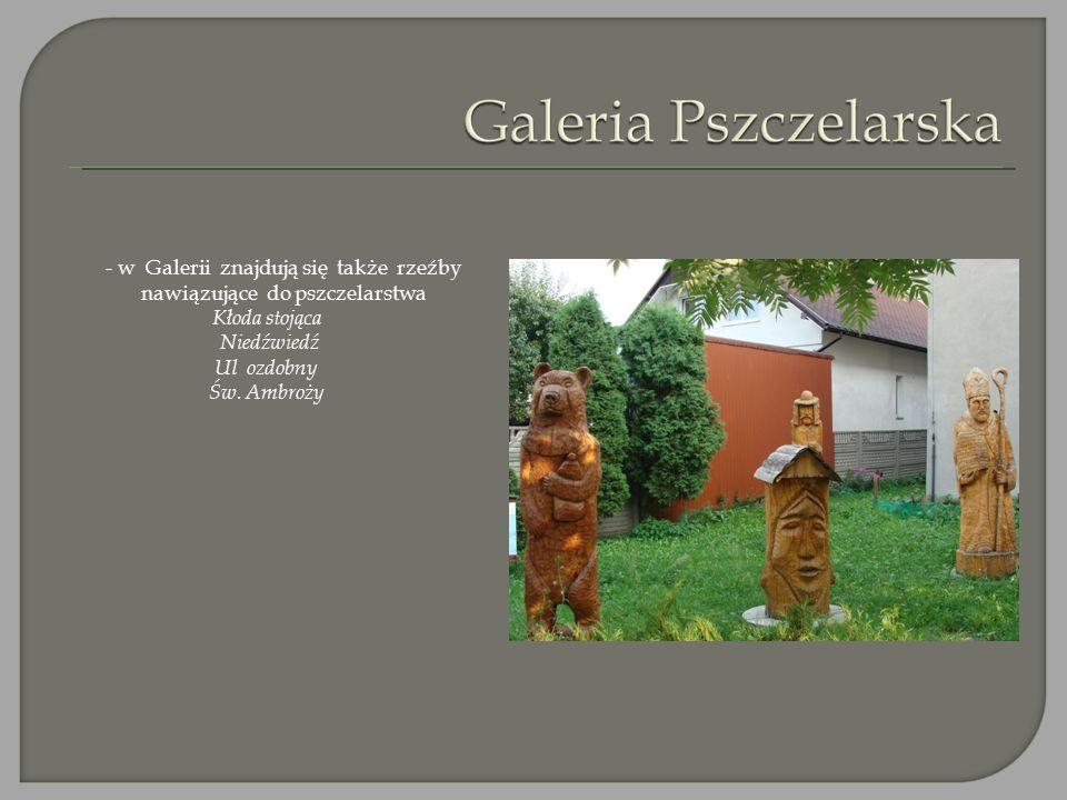 - w Galerii znajdują się także rzeźby nawiązujące do pszczelarstwa Kłoda stojąca Niedźwiedź Ul ozdobny Św. Ambroży