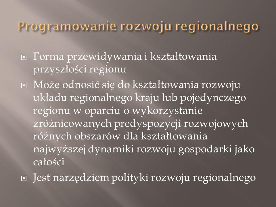  Forma przewidywania i kształtowania przyszłości regionu  Może odnosić się do kształtowania rozwoju układu regionalnego kraju lub pojedynczego regionu w oparciu o wykorzystanie zróżnicowanych predyspozycji rozwojowych różnych obszarów dla kształtowania najwyższej dynamiki rozwoju gospodarki jako całości  Jest narzędziem polityki rozwoju regionalnego