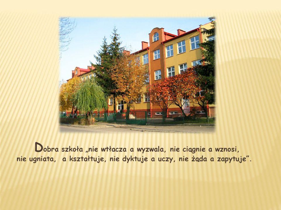 """D obra szkoła """"nie wtłacza a wyzwala, nie ciągnie a wznosi, nie ugniata, a kształtuje, nie dyktuje a uczy, nie żąda a zapytuje ."""