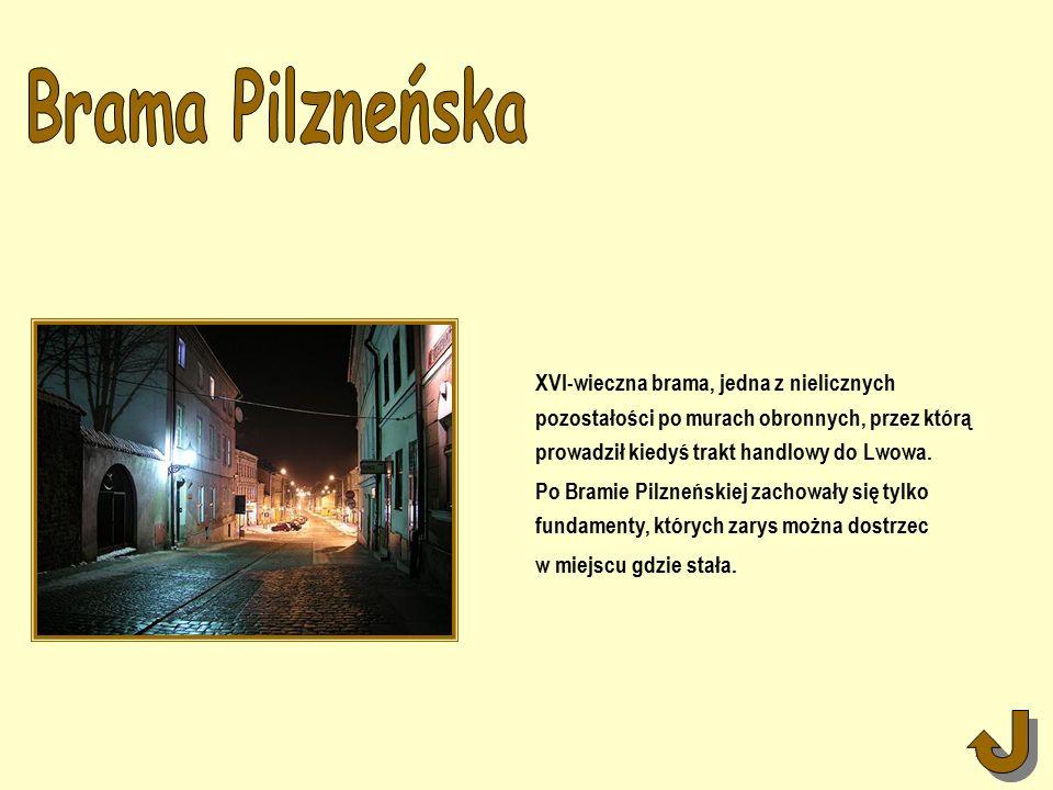 XVI-wieczna brama, jedna z nielicznych pozostałości po murach obronnych, przez którą prowadził kiedyś trakt handlowy do Lwowa.