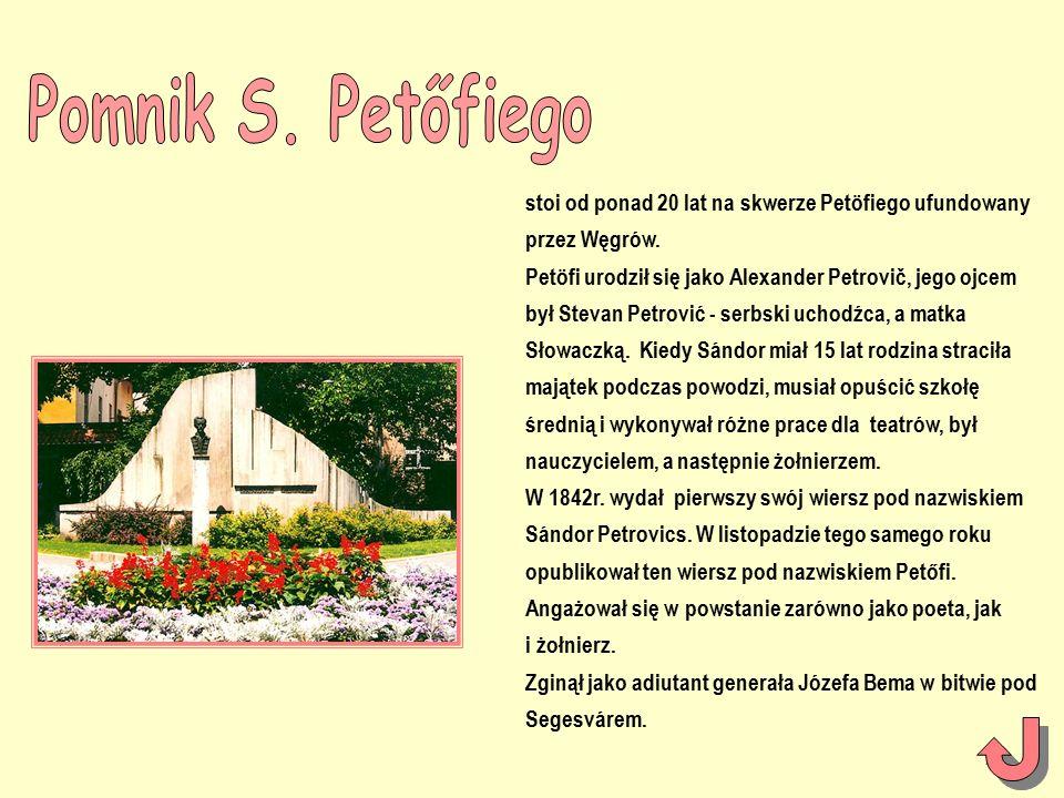 stoi od ponad 20 lat na skwerze Petöfiego ufundowany przez Węgrów.