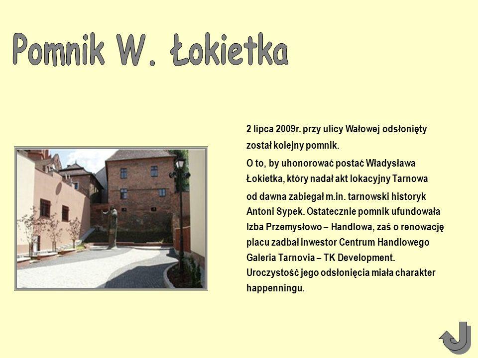 2 lipca 2009r. przy ulicy Wałowej odsłonięty został kolejny pomnik.