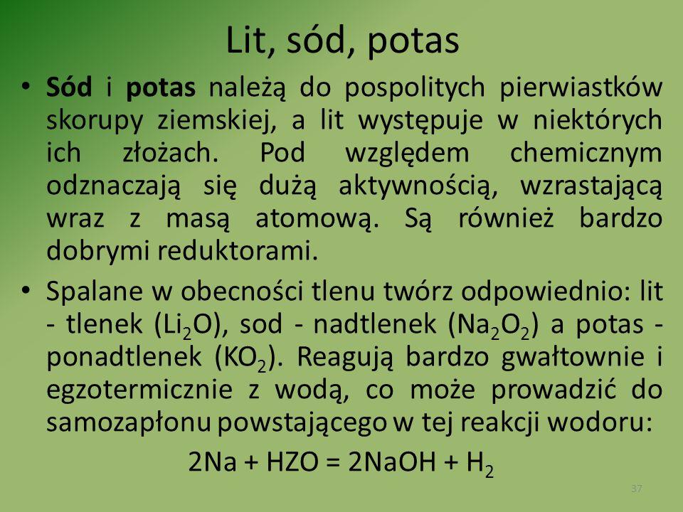 Lit, sód, potas Sód i potas należą do pospolitych pierwiastków skorupy ziemskiej, a lit występuje w niektórych ich złożach. Pod względem chemicznym od