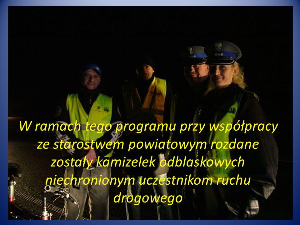 W ramach tego programu przy współpracy ze starostwem powiatowym rozdane zostały kamizelek odblaskowych niechronionym uczestnikom ruchu drogowego