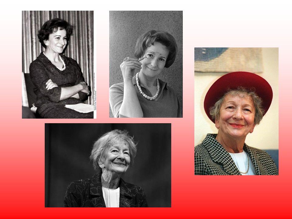 W 1988 współzałożycielka Stowarzyszenia Pisarzy Polskich. W 2001 r. otrzymała dyplom honorowego członka Amerykańskiej Akademii Sztuki i Literatury. Na