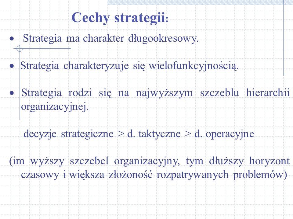  Strategia ma charakter długookresowy.  Strategia charakteryzuje się wielofunkcyjnością.  Strategia rodzi się na najwyższym szczeblu hierarchii org