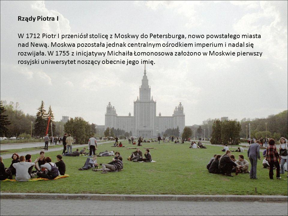 Rządy Piotra I W 1712 Piotr I przeniósł stolicę z Moskwy do Petersburga, nowo powstałego miasta nad Newą.