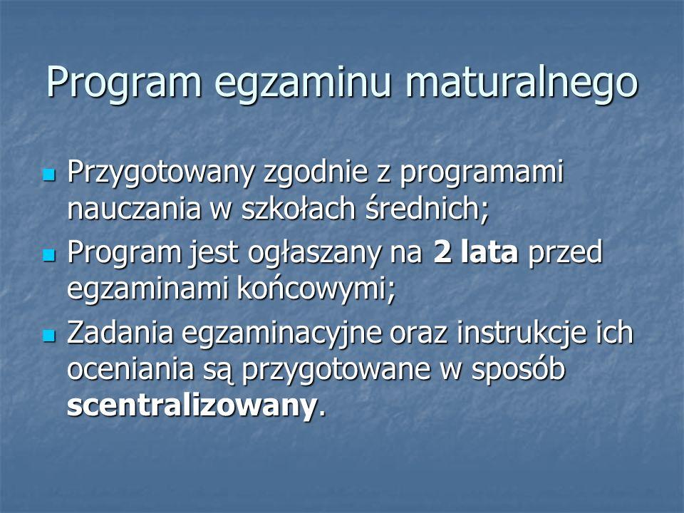 Program egzaminu maturalnego Przygotowany zgodnie z programami nauczania w szkołach średnich; Przygotowany zgodnie z programami nauczania w szkołach średnich; Program jest ogłaszany na 2 lata przed egzaminami końcowymi; Program jest ogłaszany na 2 lata przed egzaminami końcowymi; Zadania egzaminacyjne oraz instrukcje ich oceniania są przygotowane w sposób scentralizowany.