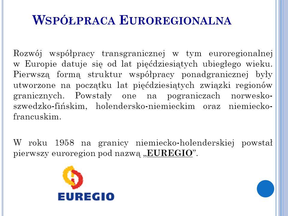 W SPÓŁPRACA E UROREGIONALNA Rozwój współpracy transgranicznej w tym euroregionalnej w Europie datuje się od lat pięćdziesiątych ubiegłego wieku.