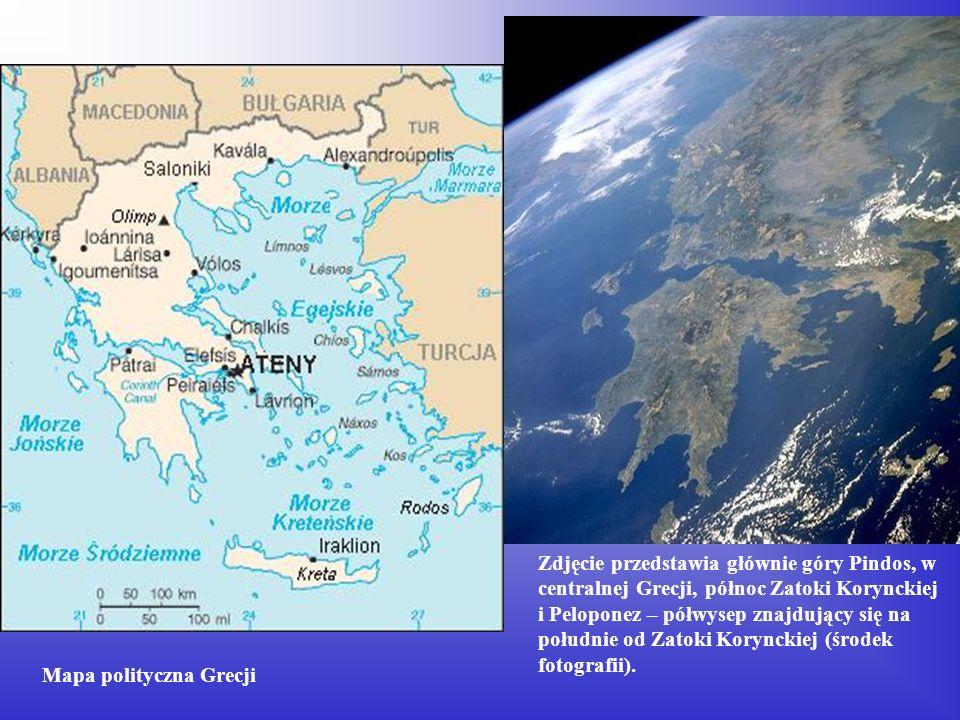 Zdjęcie przedstawia głównie góry Pindos, w centralnej Grecji, północ Zatoki Korynckiej i Peloponez – półwysep znajdujący się na południe od Zatoki Kor