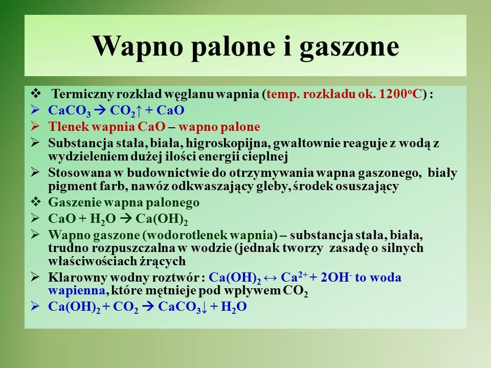 Zaprawa wapienna  Skład zaprawy wapiennej: wapno gaszone – Ca(OH) 2, kwarc - SiO 2 i woda - H 2 O  Plastyczna masa, która pod wpływem CO 2 w powietrzu i reakcji chemicznych między stopniowo twardnieje:  Twardnienie zaprawy murarsko-tynkarskiej  Ca(OH) 2 + CO 2  CaCO 3 + H 2 O  SiO 2 + Ca(OH) 2  CaSiO 3 + H 2 O  Krzemian(IV) wapnia (CaSiO 3 )zwiększa porowatość natomiast węglan wapnia (CaCO 3 ) twardość tynkom i spoiwom murarskim