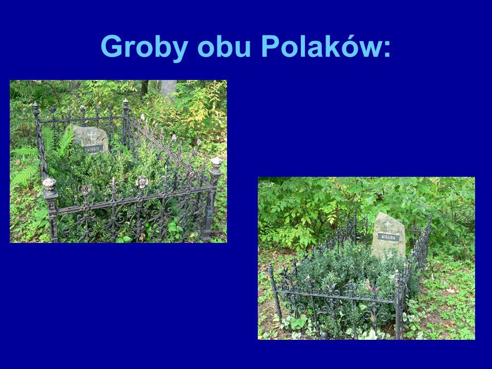 Na Powązkach znajduję się ogromna tablica pamiątkowa.