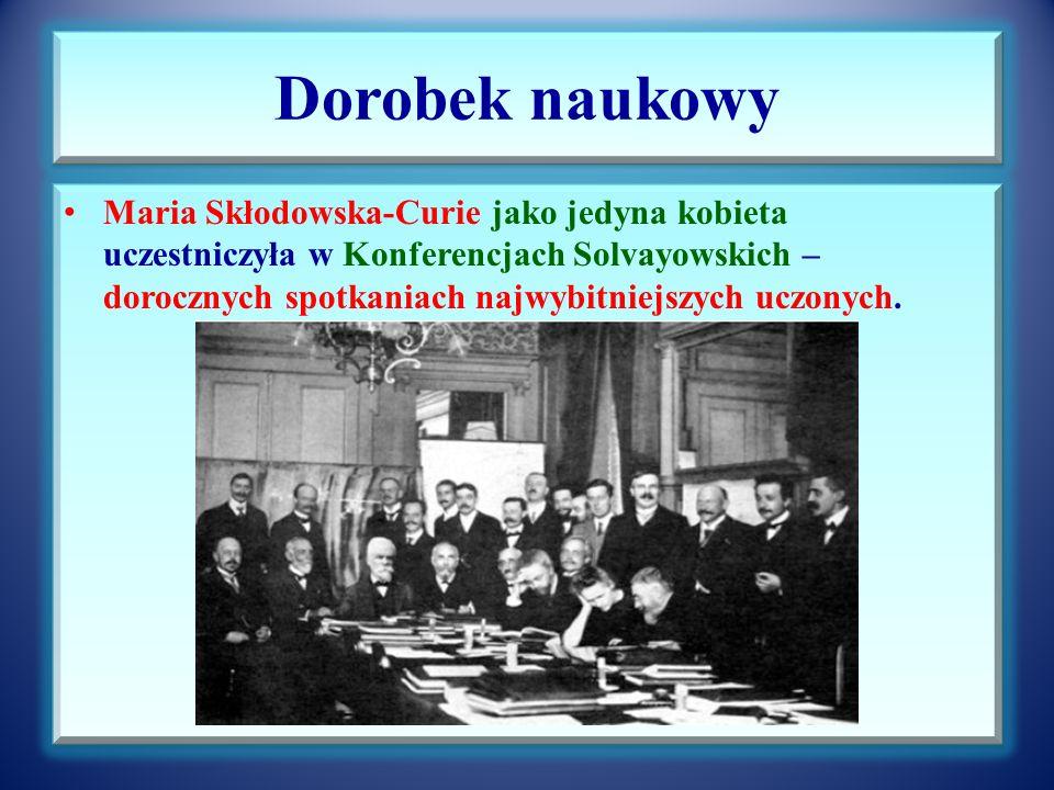 Dorobek naukowy Maria Skłodowska-Curie jako jedyna kobieta uczestniczyła w Konferencjach Solvayowskich – dorocznych spotkaniach najwybitniejszych uczonych.