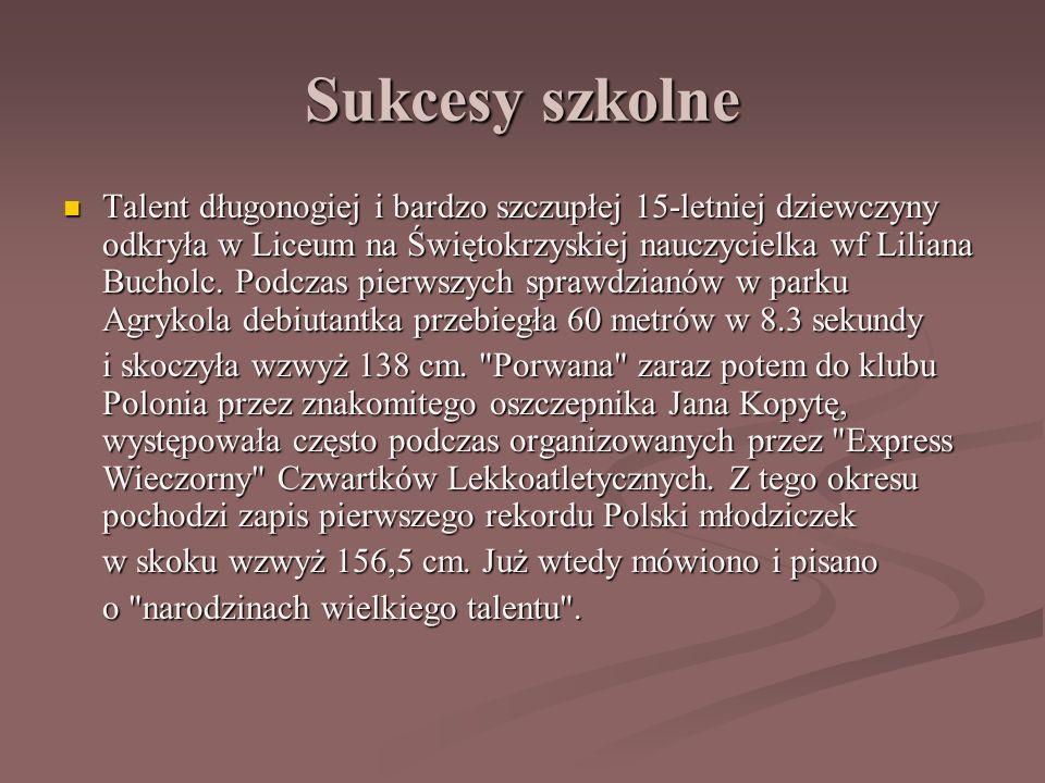 Sukcesy szkolne Talent długonogiej i bardzo szczupłej 15-letniej dziewczyny odkryła w Liceum na Świętokrzyskiej nauczycielka wf Liliana Bucholc.