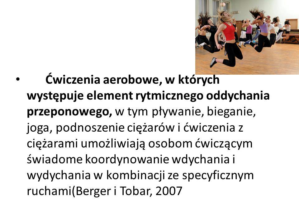 Ćwiczenia aerobowe, w których występuje element rytmicznego oddychania przeponowego, w tym pływanie, bieganie, joga, podnoszenie ciężarów i ćwiczenia z ciężarami umożliwiają osobom ćwiczącym świadome koordynowanie wdychania i wydychania w kombinacji ze specyficznym ruchami(Berger i Tobar, 2007