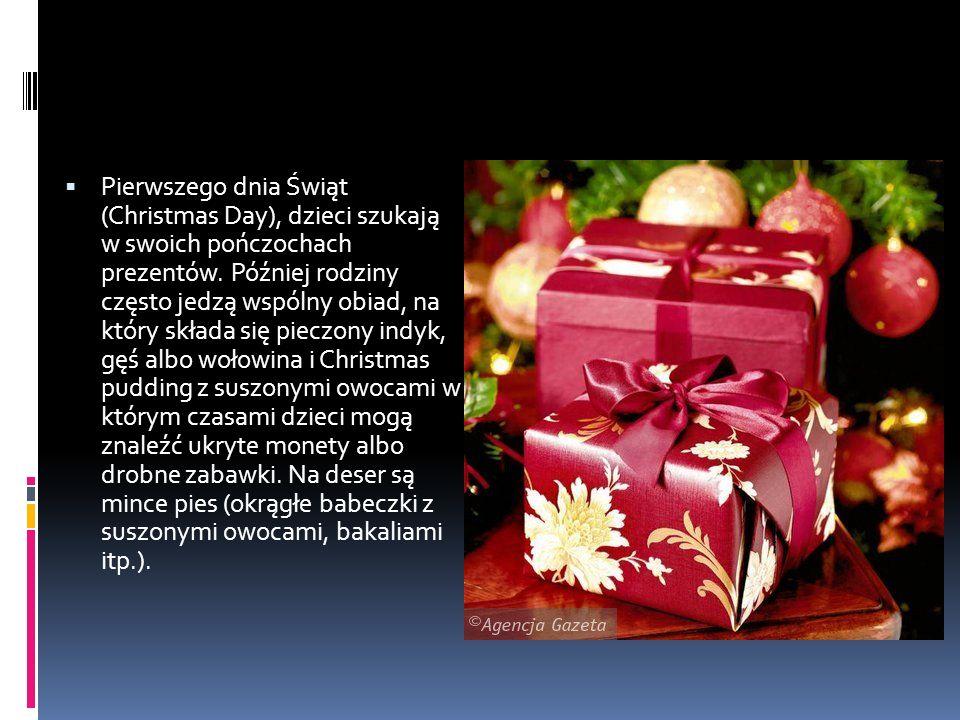  Pierwszego dnia Świąt (Christmas Day), dzieci szukają w swoich pończochach prezentów.