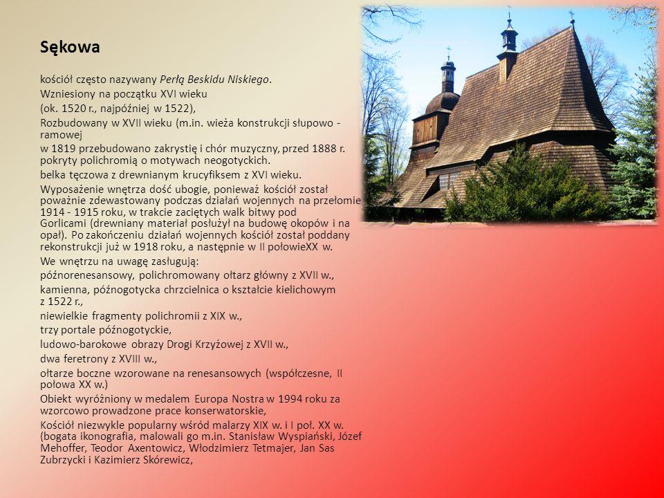 Sękowa kościół często nazywany Perłą Beskidu Niskiego. Wzniesiony na początku XVI wieku (ok. 1520 r., najpóźniej w 1522), Rozbudowany w XVII wieku (m.