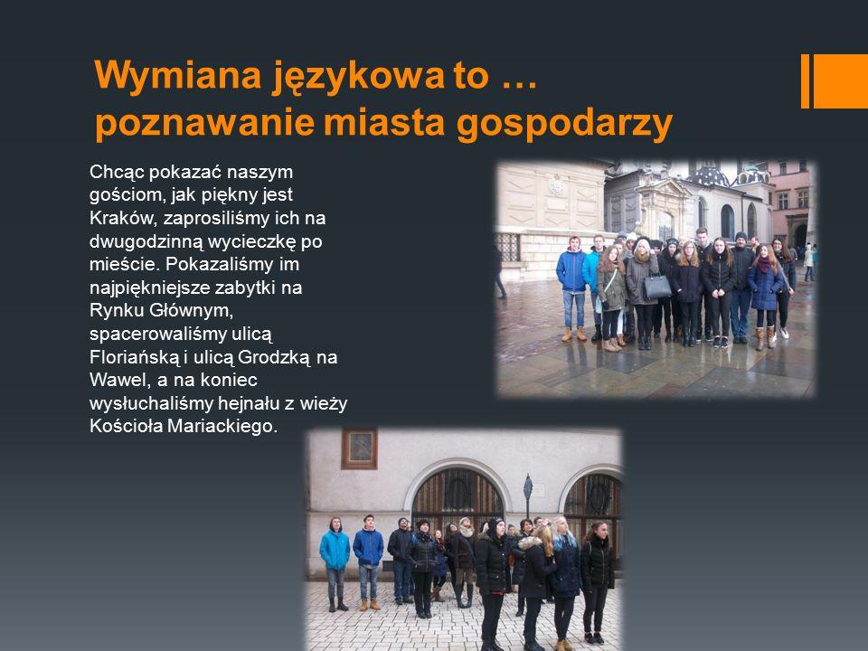 Wymiana językowa to … poznawanie miasta gospodarzy Chcąc pokazać naszym gościom, jak piękny jest Kraków, zaprosiliśmy ich na dwugodzinną wycieczkę po mieście.