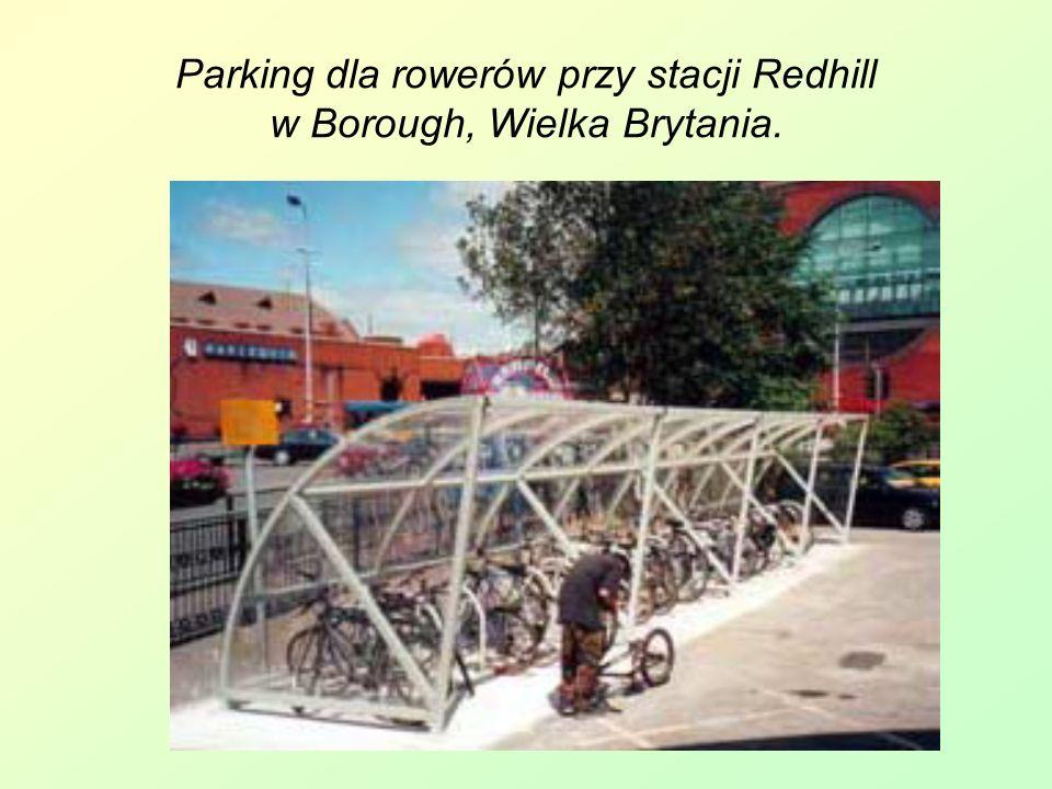 Parking dla rowerów przy stacji Redhill w Borough, Wielka Brytania.