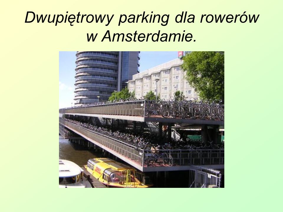 Dwupiętrowy parking dla rowerów w Amsterdamie.