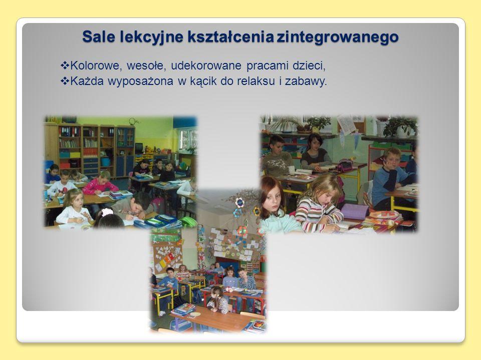 Sale lekcyjne kształcenia zintegrowanego  Kolorowe, wesołe, udekorowane pracami dzieci,  Każda wyposażona w kącik do relaksu i zabawy.