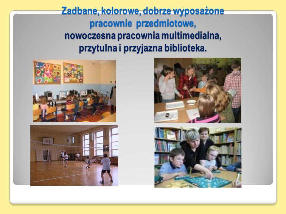 Zadbane, kolorowe, dobrze wyposażone pracownie przedmiotowe, nowoczesna pracownia multimedialna, przytulna i przyjazna biblioteka.