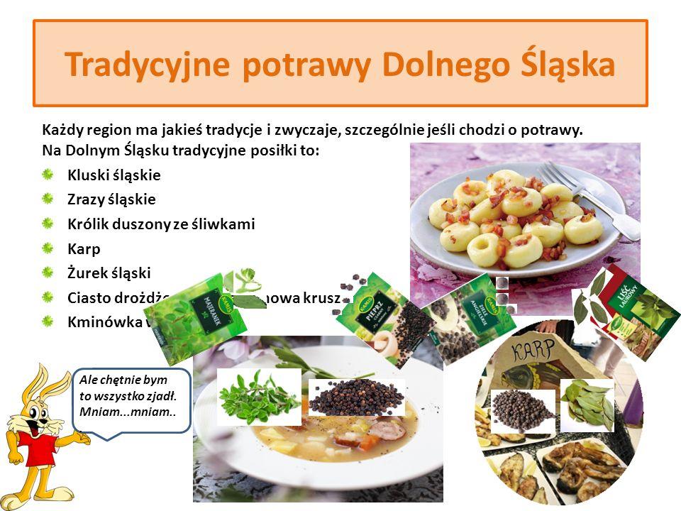 Przepis na surówkę z użyciem ziół Surówka wiosenna z ogórków (Spring salad with cucumbers) Składniki: -3 ogórki -4 młode cebulki -2 kopiaste łyżki posiekanego kopru -sól, pieprz -sok z cytryny -szklanka śmietany -2 kopiaste łyżki posiekanego szczypioru Obrane ogórki kroimy w średniej grubości plasterki, dodajemy pokrojoną cebulkę, koper, przyprawy, zalewamy lekko spieniona śmietaną i mieszamy.