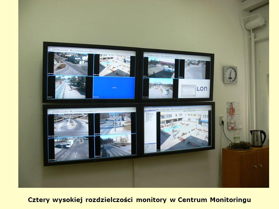 Cztery wysokiej rozdzielczości monitory w Centrum Monitoringu