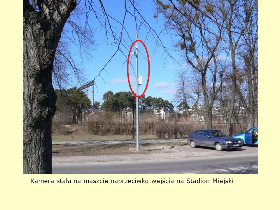 Kamera stała na maszcie naprzeciwko wejścia na Stadion Miejski