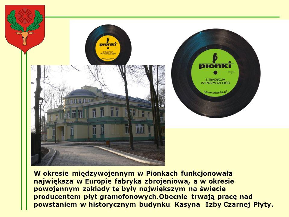 W okresie międzywojennym w Pionkach funkcjonowała największa w Europie fabryka zbrojeniowa, a w okresie powojennym zakłady te były największym na świecie producentem płyt gramofonowych.Obecnie trwają pracę nad powstaniem w historycznym budynku Kasyna Izby Czarnej Płyty.