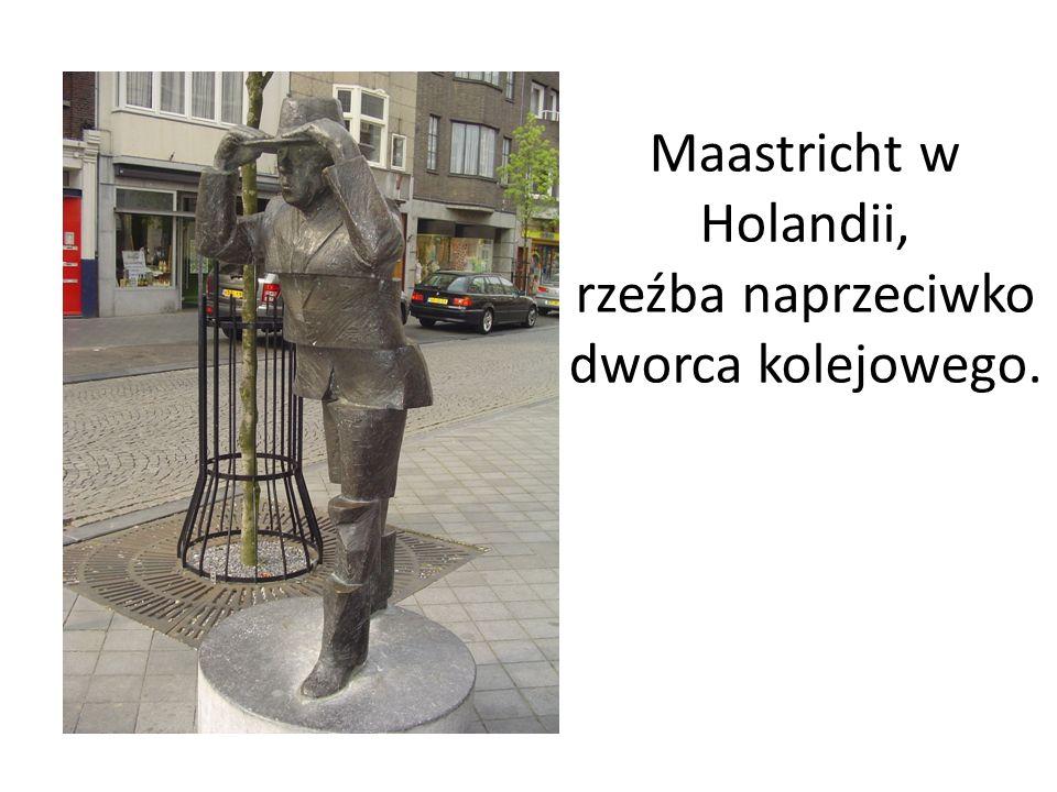 Maastricht w Holandii, rzeźba naprzeciwko dworca kolejowego.