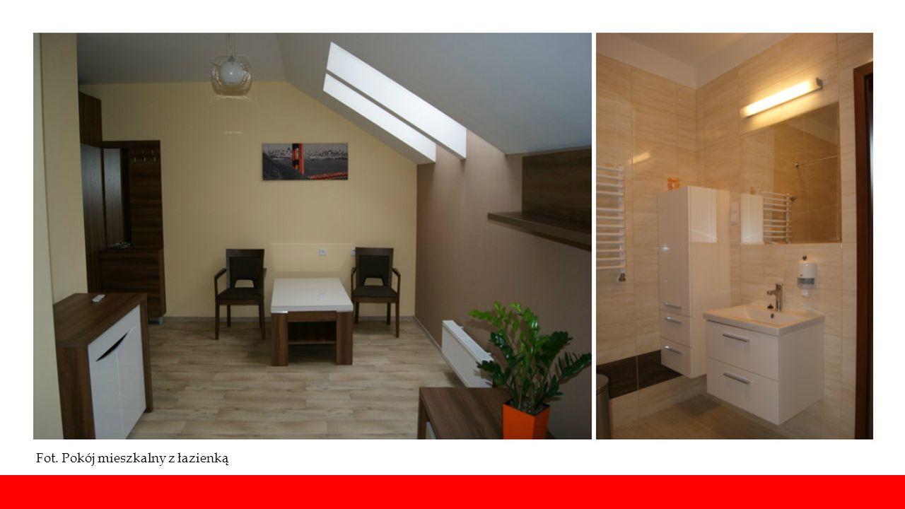 Fot. Pokój mieszkalny z łazienką