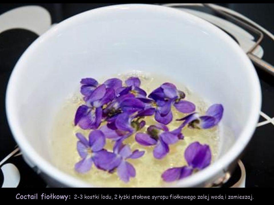 Syrop fiołkowy: 4 filiżanki kwiatów włóż do szklanego słoja i zalej wrzątkiem.