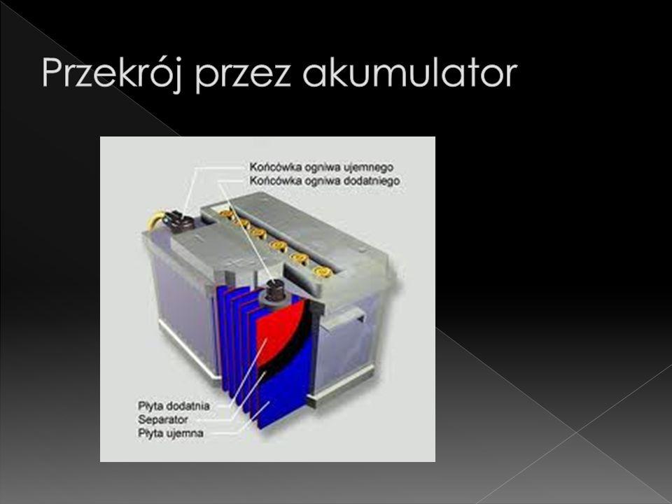 Akumulator, urządzenie do magazynowania energii. W fazie ładowania jest przetwornicą energii (np.
