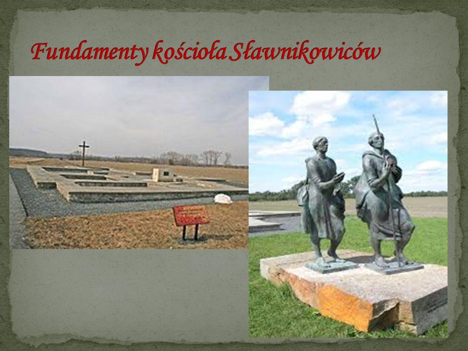Ufundował je książę Mieszko Stary ok.1175 r., a wykonawców było prawdopodobnie trzech.