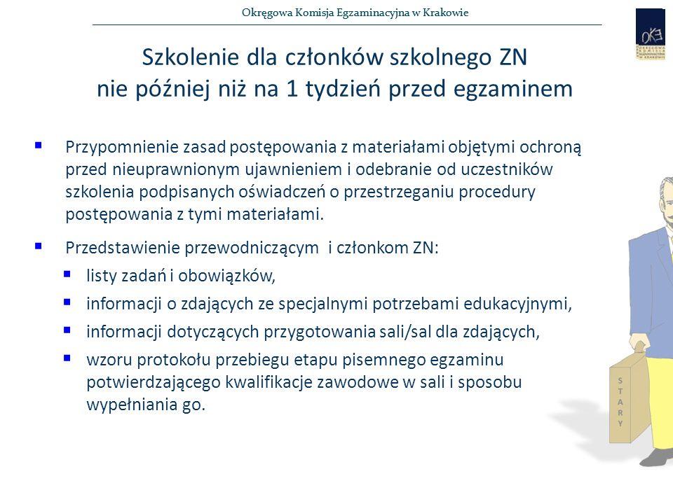 Okręgowa Komisja Egzaminacyjna w Krakowie Odbiór przesyłki z materiałami egzaminacyjnymi  Odbiór zamówionych arkuszy osobiście przez PSZN lub upoważnioną do tego osobę (druk EZ-4),  Podpisanie przez PSZN i upoważnioną osobę druku oświadczenia w sprawie zabezpieczenia dokumentów egzaminacyjnych przed nieuprawnionym ujawnieniem (druk EZ-3) i włączenie go do dokumentacji szkolnej,  Przy odbiorze przesyłki od dystrybutora należy sprawdzić, czy:  przesyłka nie jest uszkodzona/naruszona,  specyfikacja dotycząca zawartości przesyłki obejmuje wszystkie zawody, w których będzie się odbywał egzamin, a liczba kart odpowiedzi i arkuszy egzaminacyjnych odpowiada liczbie zdających.