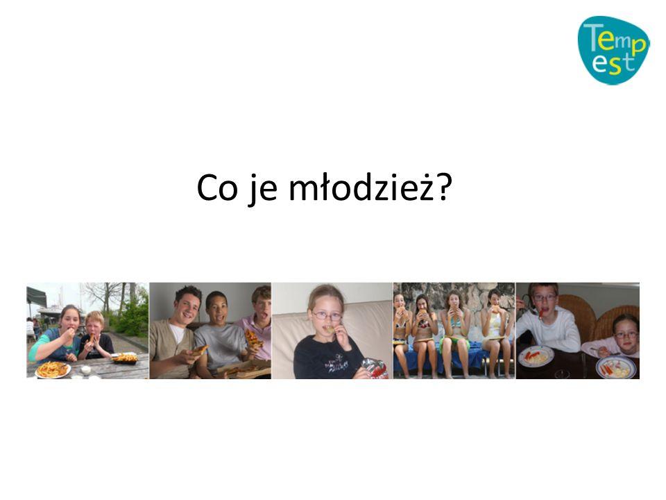 Zmienne rodzinne: współwystępowanie 66 zmiennych; silne dowody tylko dla poniższych Wiek/ zmienna DzieciAdolescenci DietPraktyki rodzicielskie: (1) monitoring ze strony rodziców, (2) strategie komunikacyjne, PRAKTYKI RODZICIELSKIE ZWIĄZANE Z DIETĄ/PA: (1) Zdrowe jedzenie łatwo dostępne w domu (2) śniadanie wspólnie z członkami rodziny (3) wspólne posiłki rodzinne, (4) niska presja ze strony rodziców dotycząca spożywania określonego jedzenia, (5) co jedzą członkowie dodziny (6) Niska kontrola rodziców nad wyborem rodzaju jedzenia -- Physical activity (PA) Praktyki rodziny: aktywność fizyczna rodzica, aktywność fizyczna rodzeństwa -- Wsparcie ze strony rodziców Dochód rodziny Poziom wykształcenia rodziców