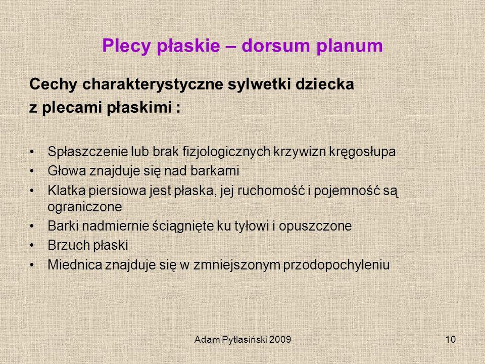 Adam Pytlasiński 200910 Plecy płaskie – dorsum planum Cechy charakterystyczne sylwetki dziecka z plecami płaskimi : Spłaszczenie lub brak fizjologiczn