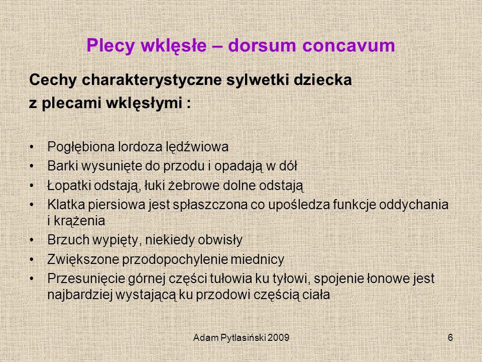 Adam Pytlasiński 20096 Plecy wklęsłe – dorsum concavum Cechy charakterystyczne sylwetki dziecka z plecami wklęsłymi : Pogłębiona lordoza lędźwiowa Bar