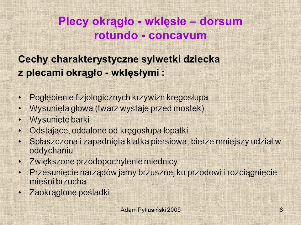 Adam Pytlasiński 20098 Plecy okrągło - wklęsłe – dorsum rotundo - concavum Cechy charakterystyczne sylwetki dziecka z plecami okrągło - wklęsłymi : Po