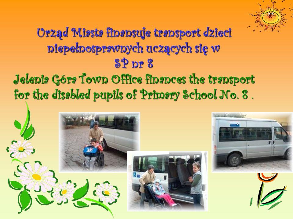 Urz ą d Miasta finansuje transport dzieci niepełnosprawnych ucz ą cych si ę w SP nr 8 Jelenia Góra Town Office finances the transport for the disabled pupils of Primary School No.