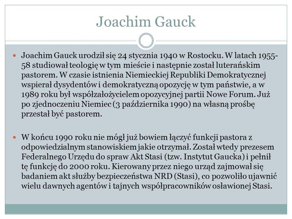 Joachim Gauck Joachim Gauck urodził się 24 stycznia 1940 w Rostocku. W latach 1955- 58 studiował teologię w tym mieście i następnie został luterańskim